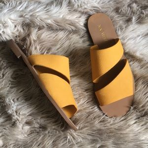 Nine West yellow leather mule sandals emdown flats